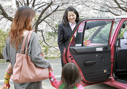 地域の人々の安全と安心を守る。タクシーにはそんな使命もあると私たちは考えます。