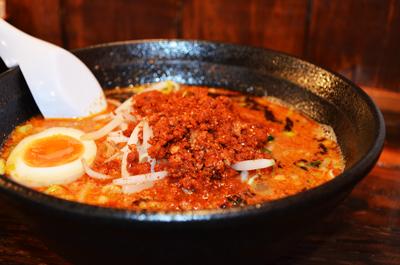 博多 坦々麺 梟(ふくろう)